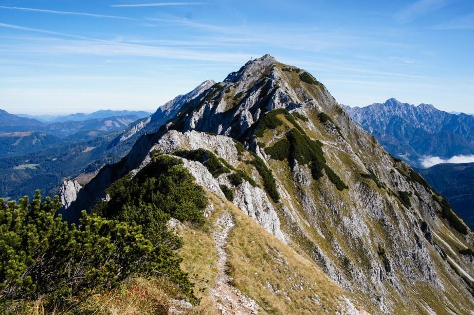 Im Hintergrund sieht man schon das Bosruck-Gipfelkreuz