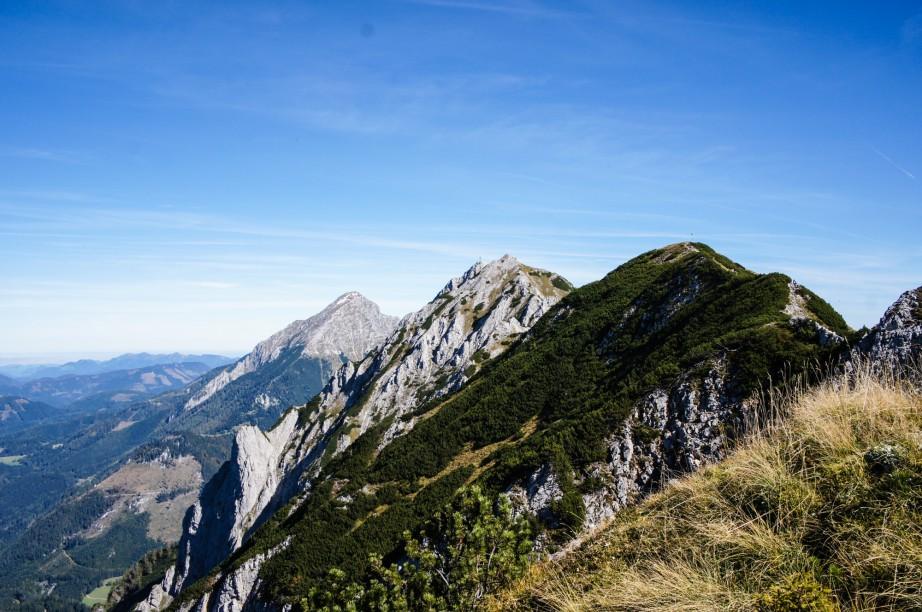 Blick vom Lahnerkogel. Ganz vorne der Kitzstein, dahinter der Bosruck