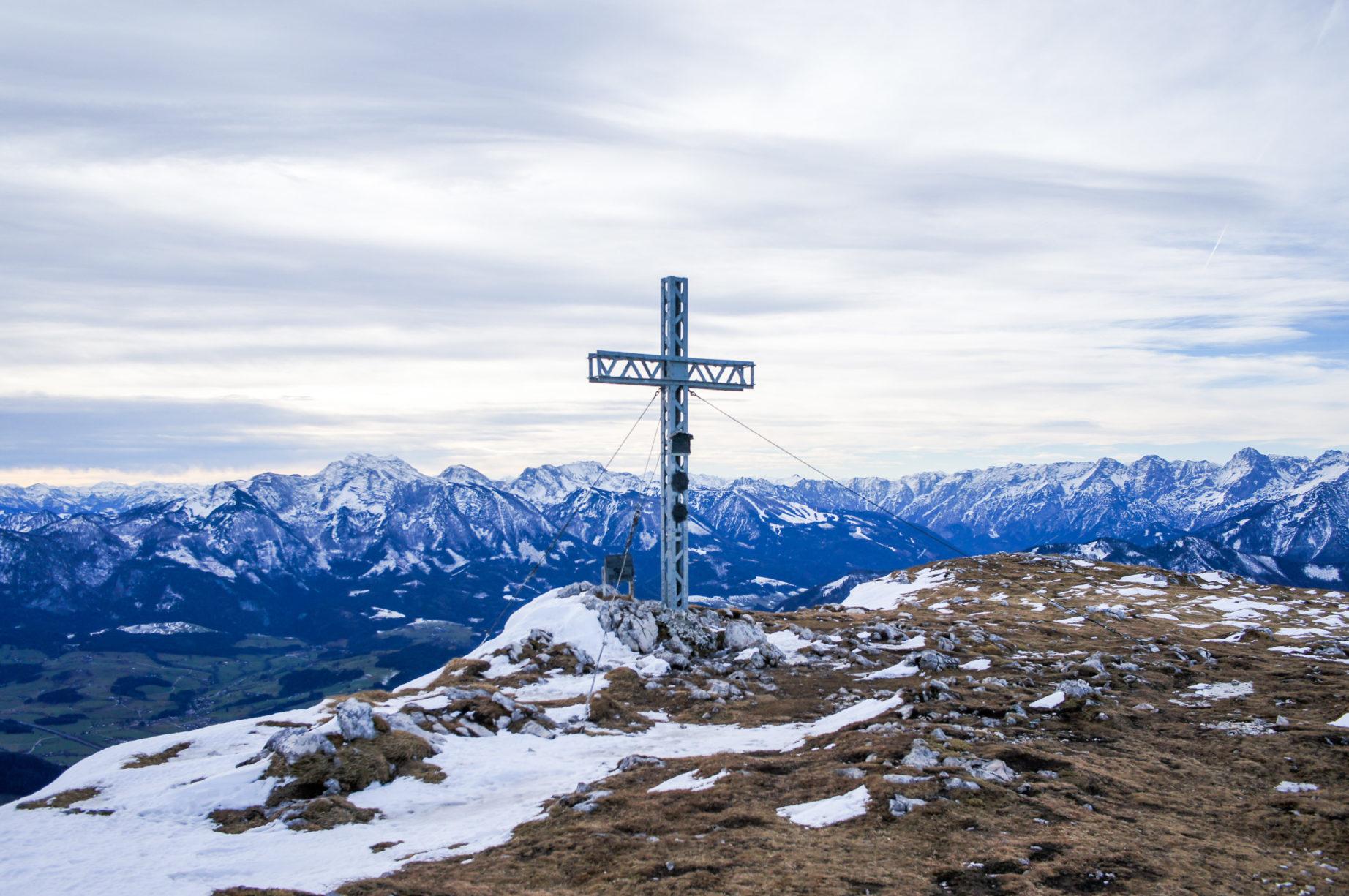 """Das Gipfelkreuz mit tollem Panorama im Hintergrund."""" width=""""922"""" height=""""613"""" /> Das Gipfelkreuz mit tollem Panorama im Hintergrund ( Warscheneck links vom Kreuz)"""