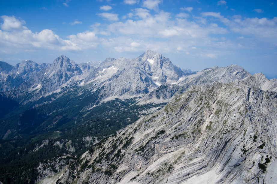 Der Blick ins Tote Gebirge. In der Mitte der Große Priel, links die Spitzmauer.