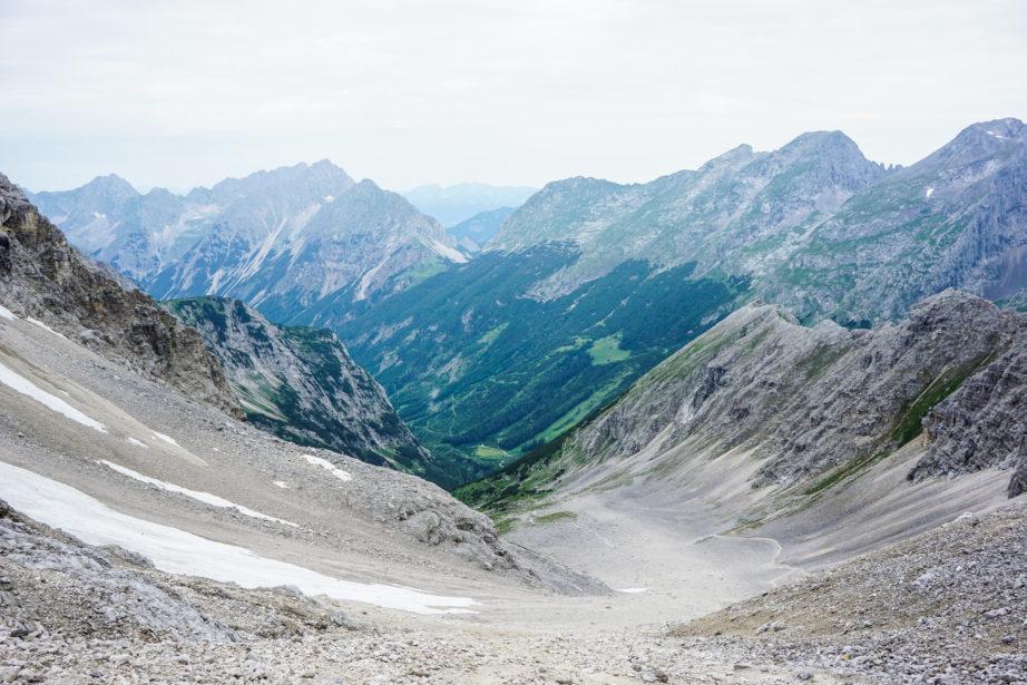Der Blick zurück zum Aufstiegsweg.